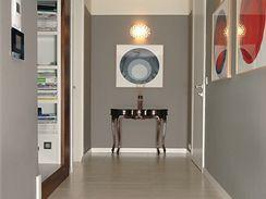 Příjemný kontrast moderního a klasiky - konzolový stolek od Emme