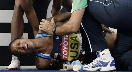 Zran�n� Muny Leeov� nedovolilo Ameri�ank�m dokon�it rozb�h na 4x100 metr�.