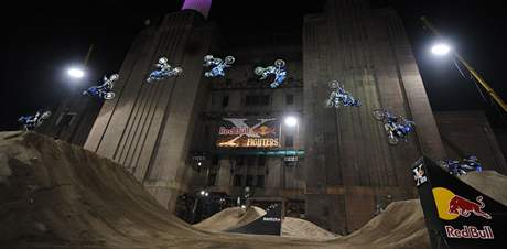 Nate Adams p�i Red Bull X-Fighters  v Lond�n�