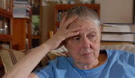 Susan Cohenová z New Jersey, jejíž dcera zahynula nad Lockerbie v roce 1988, sleduje propuštění Midžrahího. (20. srpna 2009)