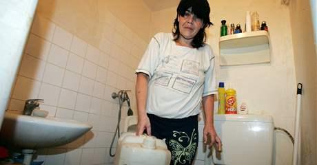 Ubytovna Markéty Kuncové je odpojená od vody, lidé čerpají vodu z cisterny nebo si kupují balenou