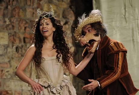 Z inscenace Sen noci svatojánské uváděné britským souborem British Shakespeare Company