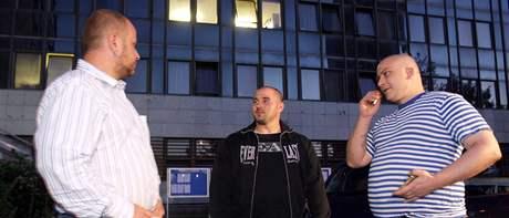 Čtyři útočníci z Hustopečí na Břeclavsku přišli podat vysvětlení na služebnu policie. (24. srpna 2009)