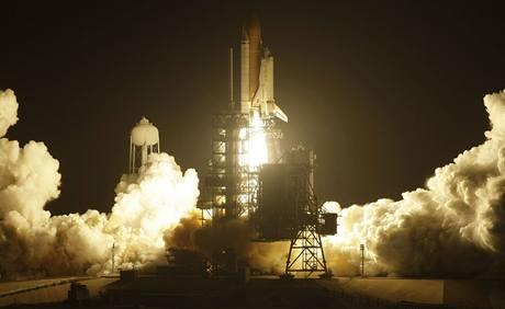 K Mezinárodní vesmírné stanici (ISS) vzlétl z amerického vesmírného střediska na floridském Mysu Canaveral raketoplán Discovery. (29.8.2009)