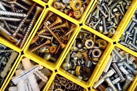 Spojovací materiál se ve většině hobbymarketů neváží