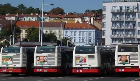 Olga Zubová a Petr Hulínský. Téměř na každém autobuse. Kampaň před podzimními parlamentními volbami; Praha, srpen 2009.