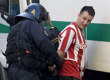 Zadržení fanoušci Bělehradu na Můstku