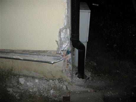 Poškozený dům v Sezemicích