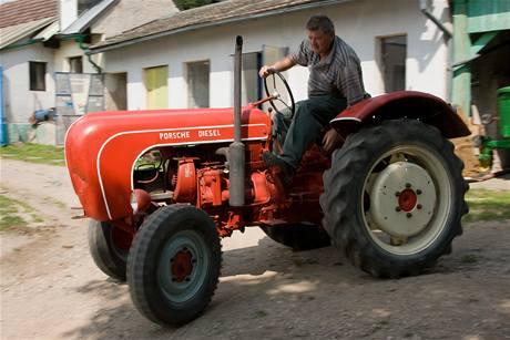 Jiří Dědek se svým traktorem Porsche Diesel Standard