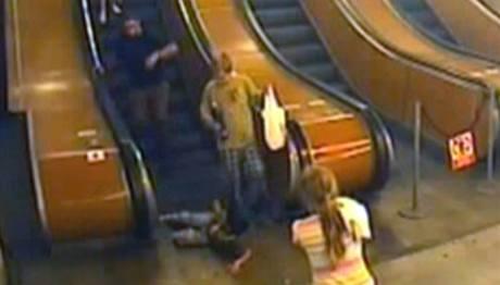 Nehoda, při které sedmiletému chlapci uvízla noha v eskalátoru v metru na Můstku.
