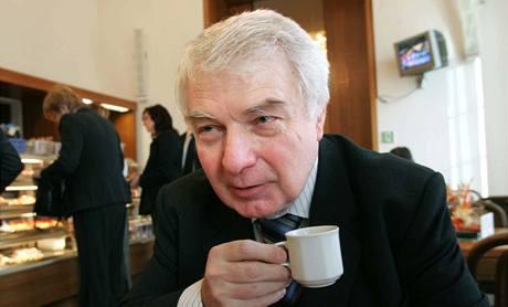 Miloš Melčák říká, že parlament deformuje ústavu podobně jako v roce 1998.