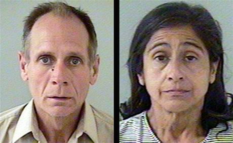 Phillip a Nancy Garridovi na policejních fotografiích.