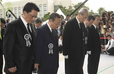 Severokorejská delegace v čele s tajemníkem ústředního výboru Korejské strany práce Kim Ki-namem přijela uctít památku bývalého jihokorejského prezidenta Kim Te-džunga  (21. srpna 2009)