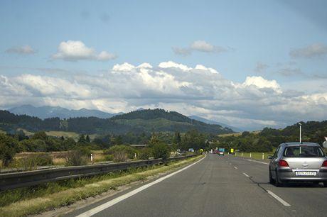 Slovensko. Na cestě po rychlostní komunikaci E50, poblíž Liptovského Hrádku