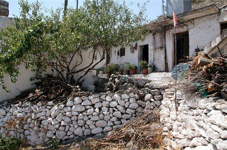 Řecko, Kréta. Ve vnitrozemí se bydlí postaru