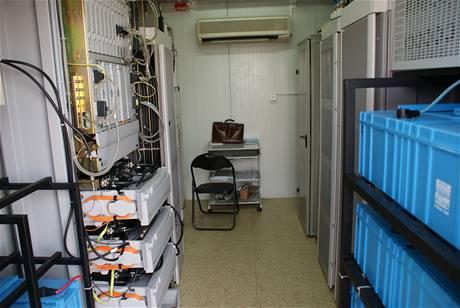 Vnitřek kontejneru s technologickým zázemím BTS