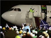 Dav lidí vítal na letišti Midžrahího po jeho návratu do Libye (20. srpna 2009)