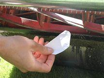 Nůž musí čistě uříznout papír