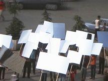 Monument transformace. Mircea Cantor: Měnící se krajina, 2003, DVD projekce, 22´. Majetek galerie Yvon Lambert Paris.