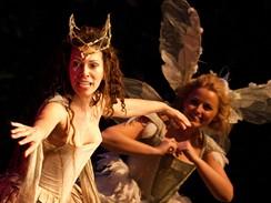 Z inscenace Sen noci svatojánské - Daniela Lavenderová v roli Titanie