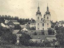 Skoky na dobové pohlednici z roku 1930 (repro podle webu Zanikleobce.cz)