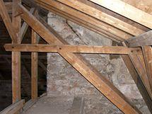 Podkroví kostela. Střecha dostala novou krytinu v 70 letech. To už byl kostel státní památkou.