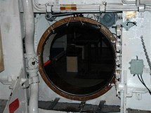 N�mecko, Rujana, Sassnitz. Vy�azen� britsk� ponorka OTUS - Pr�lez mezi odd�ly v ponorce je �zk�, mus� se d�t pozor na hlavu