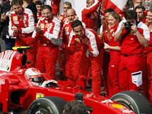 Velká cena Belgie: Kimmi Räikkönen; radost u týmu Ferrari