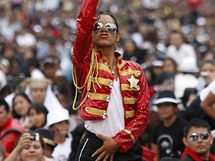 Rekord na oslavu Jacksonových nedožitých narozenin v Mexiku. V popředí imitátor Hector Jackson