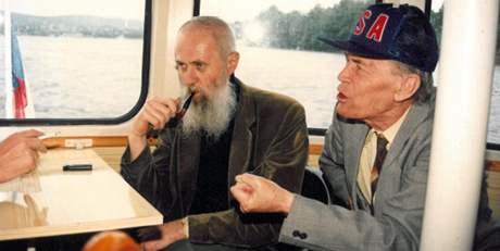 Zdeněk Rotrekl (vpravo) a Zeno Kaprál na Lodi literátů (90.léta)