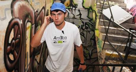 Projekt Ameba měl graffiti dílnu v prostorách bývalé továrny Zbrojovka. Na snímku organizátor Lukáš Veselý