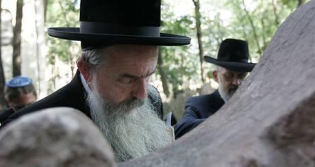 Rabíni se pomodlili v Praze u hrobu rabiho Löwa při příležitosti jeho 400. výročí úmrtí. (7.9.2009)