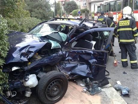Nehoda autobusu linky 124 v pražském Podolí