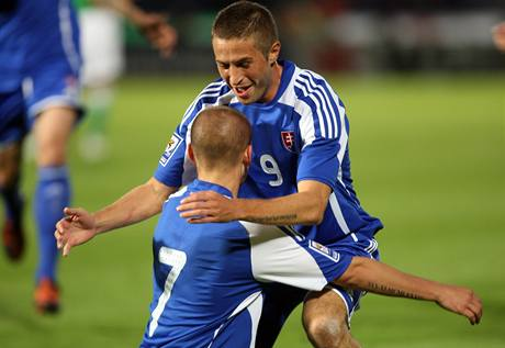 Slovensko: Stanislav Šesták (vpravo) a Vladimír Weiss ml. se radují z gólu