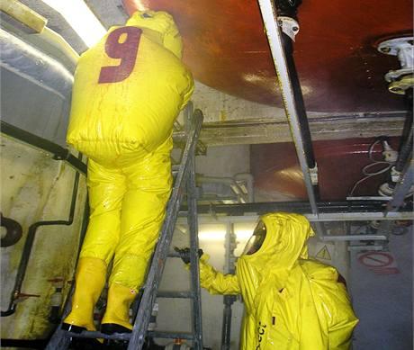 Páry kyseliny chlorovodíkové zůstávají v areálu teplárny a nešíří se do okolí. Hasiči mají situaci pod kontrolou. (2. září 2009)