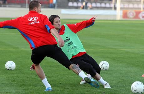 Tomáš Rosický (vpravo) a Václav Svěrkoš na tréninku reprezentace