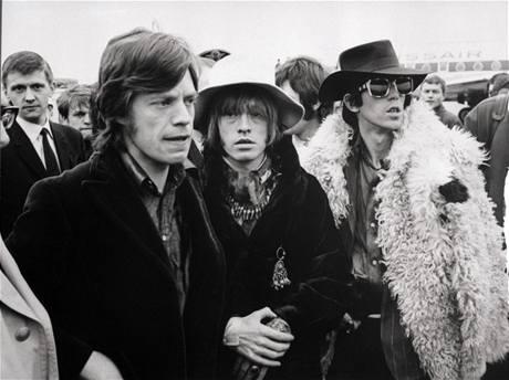 Rolling Stones v roce 1967 (zleva Mick Jagger, Brian Jones, Keith Richards)