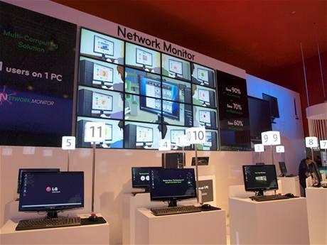 LG Network Monitor - 11 monitorů připojených k jednomu počítači pomocí LAN