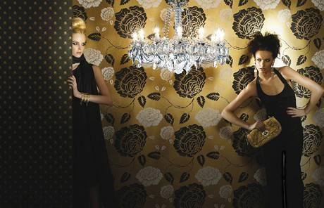 Výrazné velké vzory tapet se dnes používají pouze na jednu stěnu