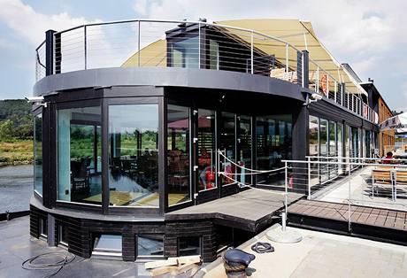 """Kapacita restaurace je 100 míst, 80 terasa, """"předzahrádka"""" pak 60 míst"""