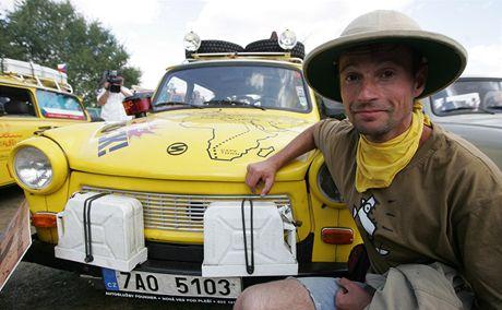 Expedice Trabantem napříč Afrikou vyjela v neděli na cestu z pražského Vyšehradu