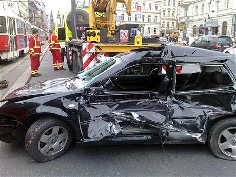 Za kolaps pražské dopravy může stážka osobáku s tramvají.