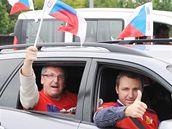 Fotbaloví fanoušci na hraničním přechodu Břeclav před utkáním se Slovenskem.