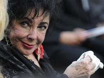 Herečka Elizabeth Taylorová na pohřbu Michaela Jacksona (Los Angeles, 3. září 2009)