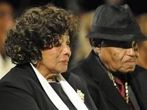 Rodiče Michaela Jacksona při smutečním rozloučení (Los Angeles, 3. září 2009)