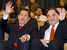 Filmový festival v Benátkách 2009 - venezualeský prezident Hugo Chávez (vlevo) s americkým režisérem Oliverem Stonem