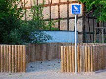 V civilizované Evropě mají ve městech toalety pro psy. V podobné toalety se ale mění i nedostatečně chráněná dětská pískoviště