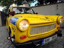 """Expedice """"Trabantem napříč Afrikou"""" vyjela v neděli na cestu z pražského Vyšehradu"""