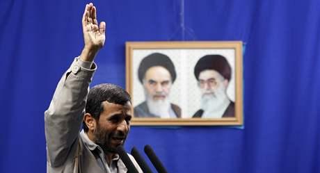 Mahmúd Ahmadínežád při projevu, v němž opět popřel holocaust (18. září 2009)