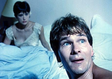 Patrick Swayze a Demi Moore ve filmu Duch (1990)